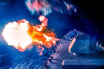 双100舰炮怒射!深圳舰改装升级后赴南海演练