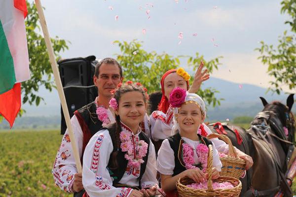 """保加利亚""""玫瑰之都""""卡赞勒克庆祝玫瑰节"""