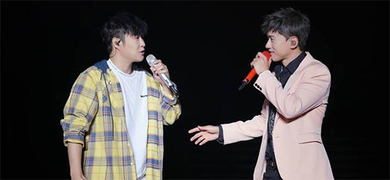 张杰青岛演唱会与歌迷共同过六一
