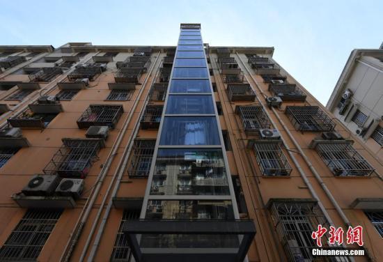 低层住户意见大 老旧小区加装电梯如何不再难?