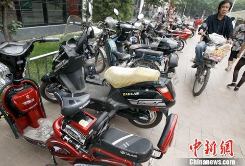 电动自行车能否载人引社会热议 各地执法标准不一