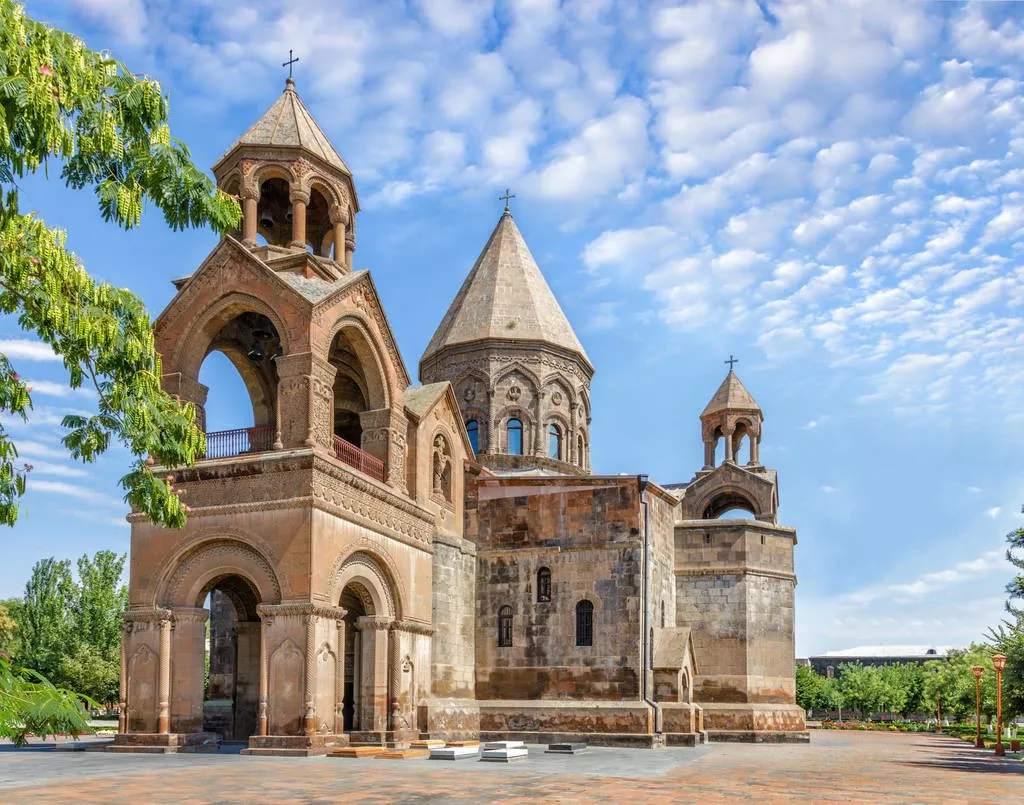 又一目的地即将免签 传说中的诺亚方舟就停靠在当年属于亚美尼亚的亚拉腊山上