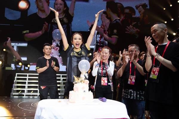 杭州诞生现象级演唱会 三万歌迷现场为莫文蔚庆生