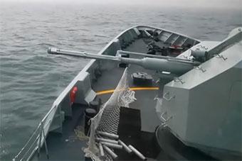轻型护卫舰对海打击 甲板装网专门兜住弹壳