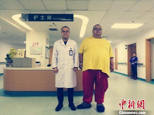 武汉480斤胖小伙缩胃减重 一个月减去60斤
