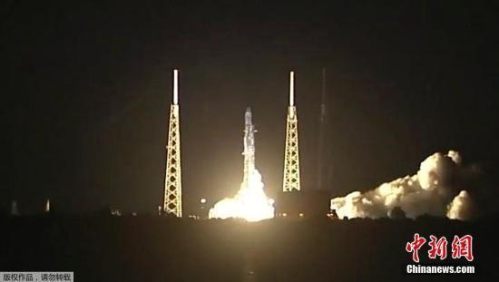 """美SpaceX公司:""""龙""""货运飞船从国际空间站返回地球"""