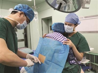 """""""别紧张,有我在""""!护士""""熊抱""""170斤心衰产妇完成麻醉"""
