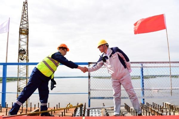 俄官员:中俄首座跨境公路大桥是造福两国人民的友谊之桥
