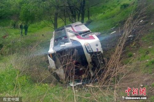 俄媒:俄交通事故中遇难中国游客骨灰被?#36164;?#24102;回国