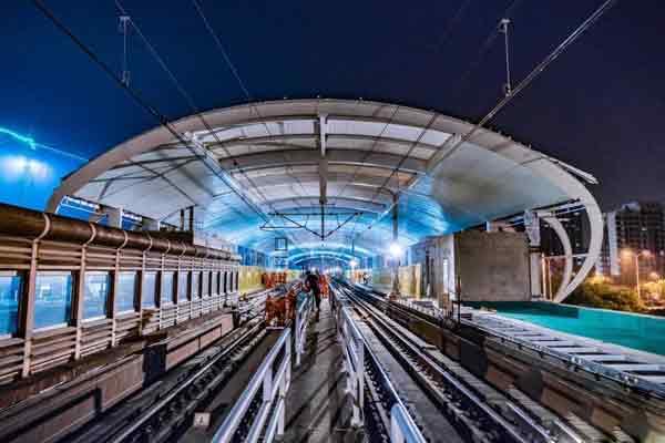 在运营地铁接触网换线工程首次接驳