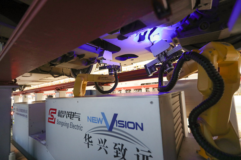 长三角首台动车组检测机器人在上海上线