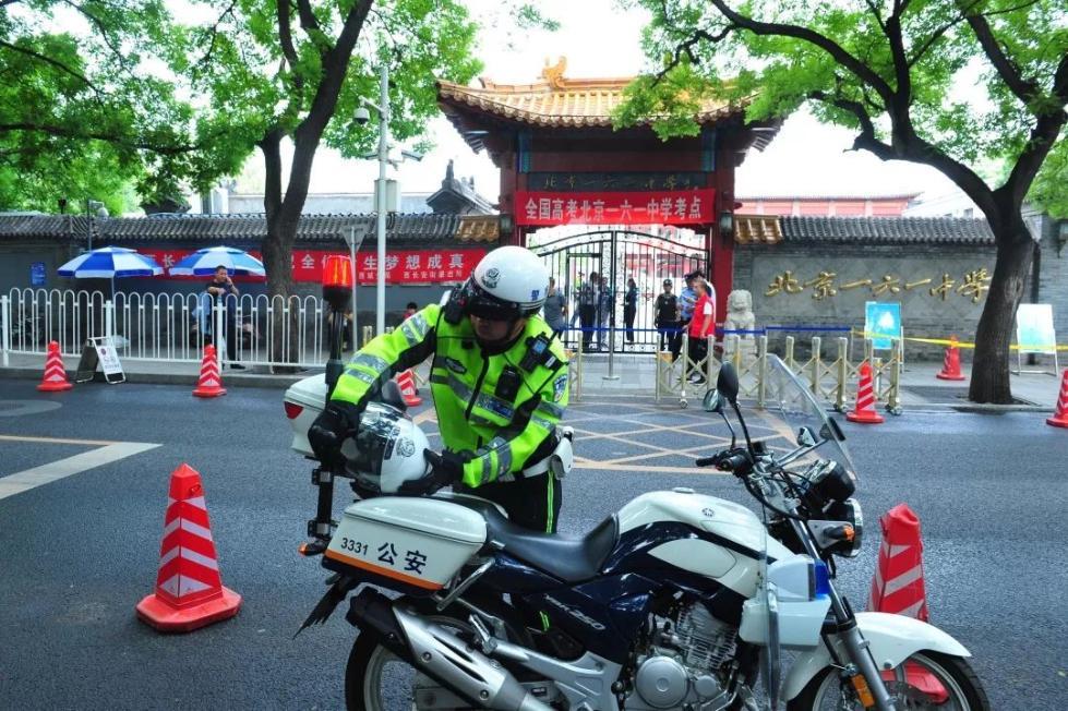 明天多带一个头盔!北京交警这个举动太暖了