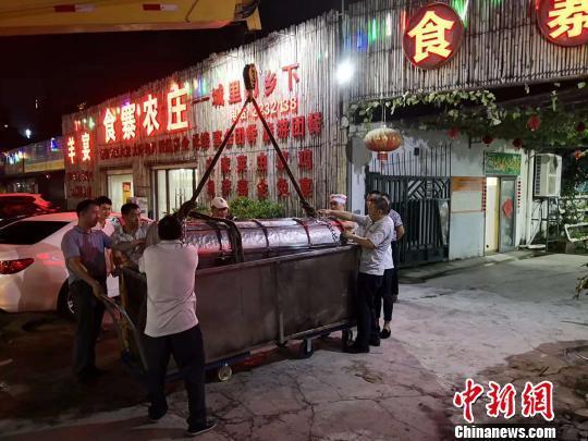 广东惠州制作千斤巨粽 吸引众多海内外游客