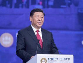 习近平出席第二十三届圣彼得堡国际经济论坛全会