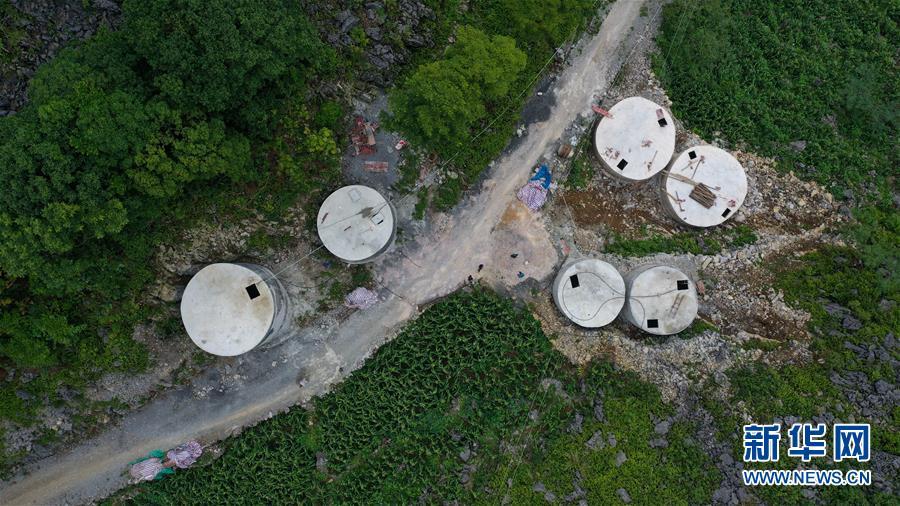 """广西大化:兴建""""地头水柜"""" 助山区脱贫"""