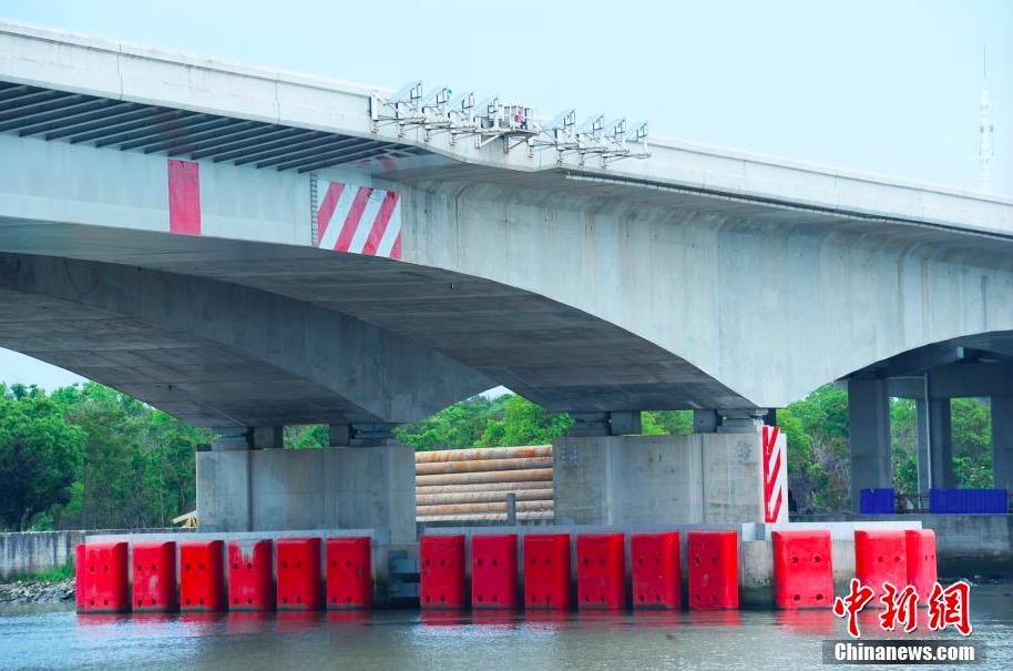 """上海首座会自动""""报警""""桥梁泖港大桥投入使用"""