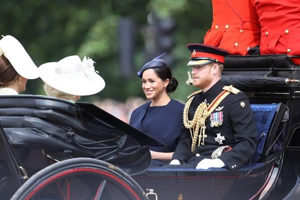 一睹王室风采 哈里夫妇亮相英国女王生日庆典