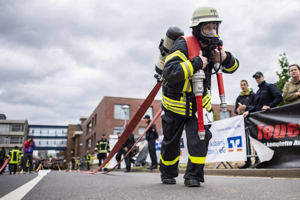 谁是世界上最坚强的消防员?300名欧洲消防员各显身手