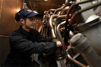 日本曝光军舰轮机舱照片 展示日军舰维护能力