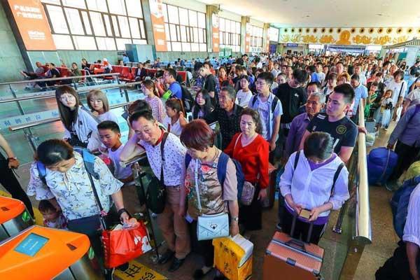 端午假期尾声山西太原火车站迎来返程客流高峰
