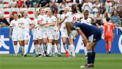 """英格兰2:1胜苏格兰 帕丽丝延续""""幸运之星""""纪录"""