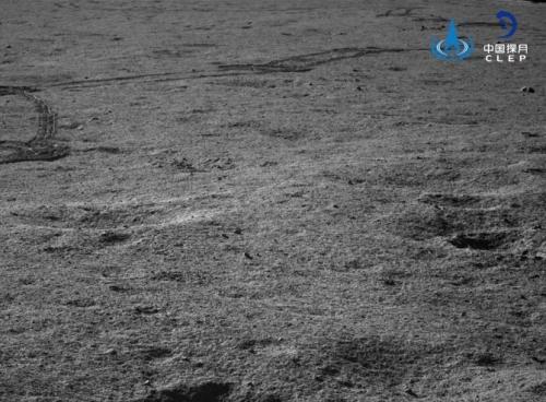 """嫦娥四号着陆器 """"玉兔二号""""巡视器进入第六月夜"""