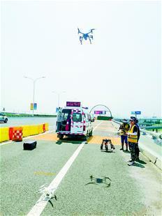 端午小长假 武汉高警无人机巡逻喊话劝离违停车18辆