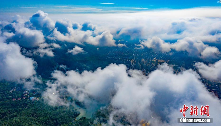 航拍江西仰天岗暴雨过后云雾飘渺