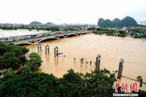 桂林遭遇持续强降雨 漓江旅游船舶今年首次停航