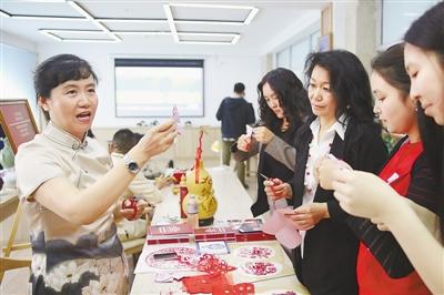 """""""'中国馆'是一份美妙而珍贵的礼物""""——中吉人文交流加深两国人民友谊"""
