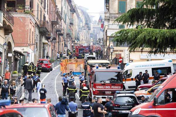 意大利罗马一建筑内因煤气泄漏引发爆炸