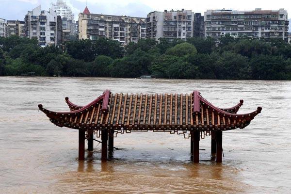 直击福建三明强降雨 造成山体滑坡部分学校停课