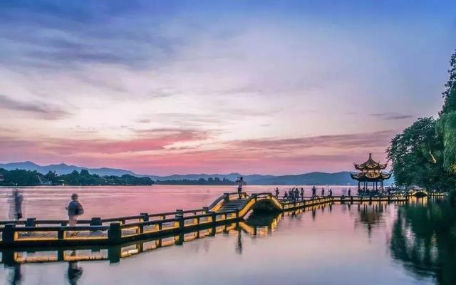 杭州西湖:淡妆浓抹总相宜