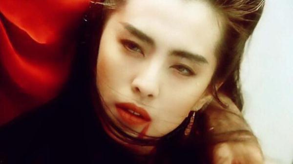 王祖贤的头发备受关注,五十二岁的她,头发居然比二十五岁还多