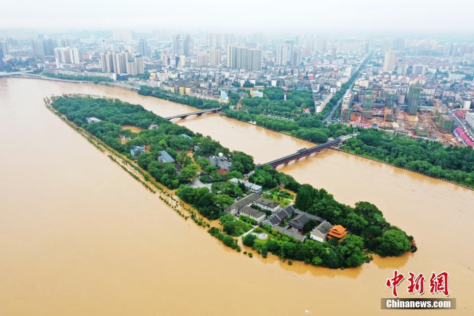 江西多地暴雨成灾 航拍直击洪灾现场