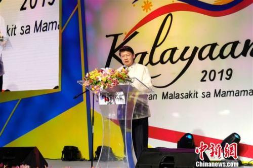 菲华商联总会理事长林育庆致辞表示,将努力推动菲中民间交流、沟通,增强人民间的友谊,促进两国关系更大发展。关向东 摄