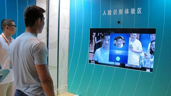 美媒:用智能手机支付?这在中国早已过时啦