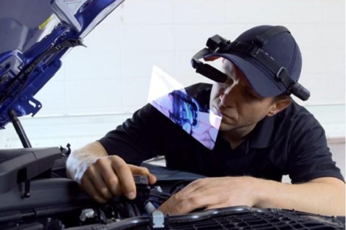 宝马全新智能眼镜能让技术图纸投放在技术人员眼前