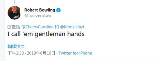 好莱坞巨星基努・里维斯与粉丝合影手放这,网友点赞:绅士手