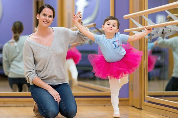 现实版《舞动人生》:英4岁男童打破偏见学芭蕾