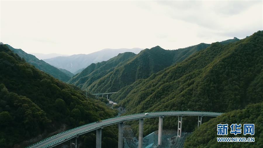 """调整线路为生态""""让行"""" 青海""""最美公路""""通车"""
