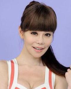 她是娱乐圈整容第一人,22年整容60多次,网友:好丑啊