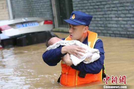 洪涝致赣逾260万人受灾 长江江西段鄱阳湖水位持续上涨