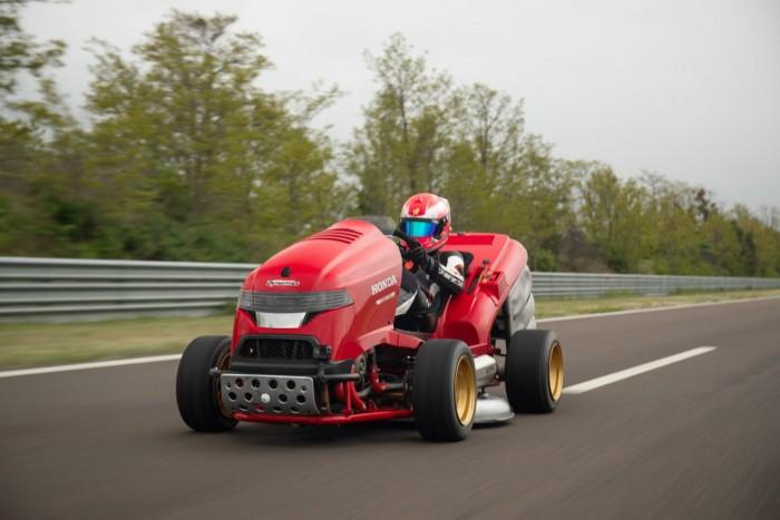 本田200马力割草机创新世界纪录:百公里加速最快