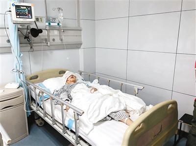 术后王某某已转入普通病房,受伤的右眼保住了。
