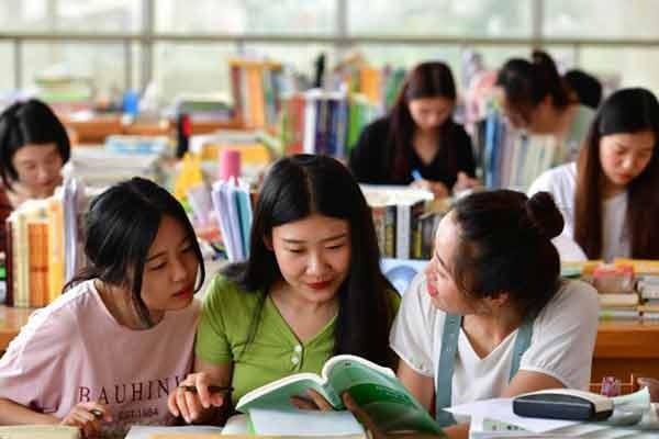 """河北""""最牛女学霸宿舍"""" 9名同学8人考研成功"""