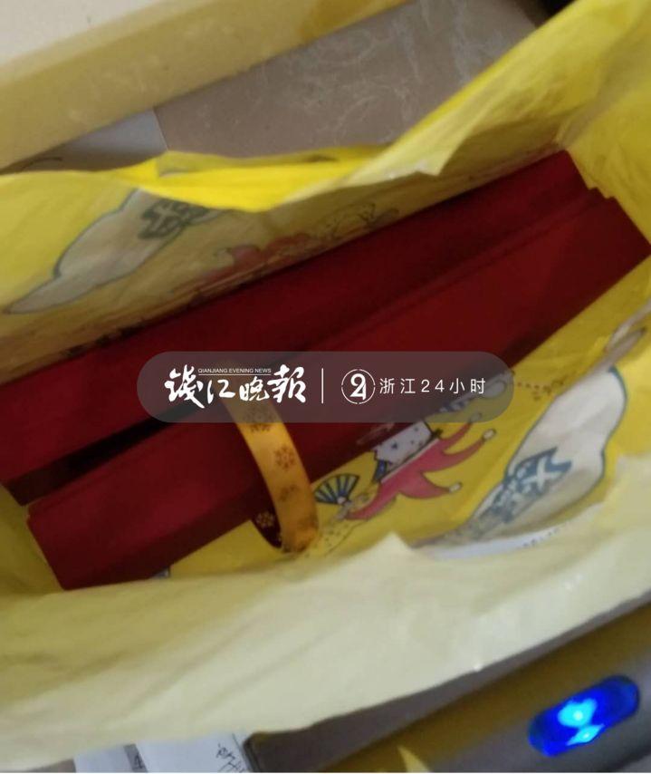 杭州女子急疯:价值10万的黄金首饰,被老公扔进了小区垃圾桶!