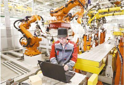 俄工人:与中国技术人员在一起学习 至今难忘