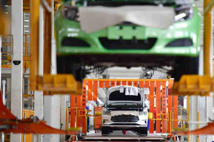 中国新能源汽车产销稳步增长