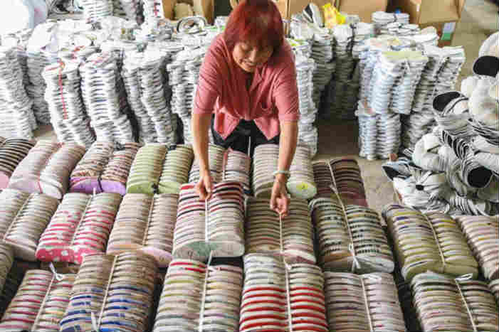 河北永清:手工布鞋俏市场